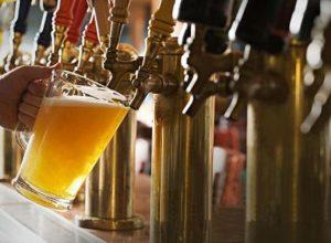 Birra alla spina durante il birrocco di Ragusa